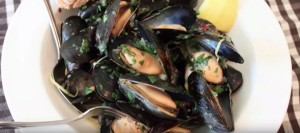 Mussels Steamed in a Garlic, Lemon & Wine Broth